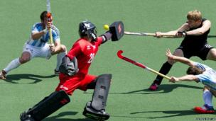 New Zealand goalkeeper Devon Manchester, centre, stops Argentina's attack during their Field Hockey World Cup match at The Hague, Netherlands (6 June 2014)
