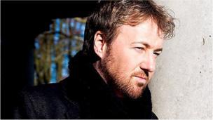 Yr actor a chanwr John Owen-Jones