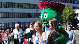 School Reporters Rachel and Niamh with the Commonwealth mascot Clyde.