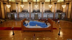 The Grandmother Giant sleeps in St George's Hall