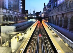 Metropolitan Line train leaves Barbican station