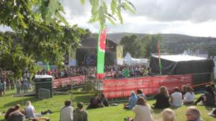 Dydd Sul 17eg o Awst: Gŵyl Merthyr Roc ym Mharc Cyfarthfa // Sunday 17th of August: Merthyr Rock in Cyfarthfa Park