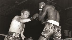 Colin Jones yn cystadlu yn erbyn Billy Parks ym Mehefin 1984 // Colin Jones competing against Billy Parks in June 1984