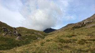 Mae'r cwmwl dal yna! // That cloud's still there!