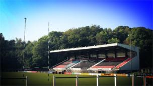 Heol Sardis, cartre' Pontypridd, pencampwyr presennol Uwch Gynghrair Cymru am y pedwerydd tymor yn olynol // Sardis Road - the home of current Welsh Premiership Champions, Pontypridd