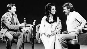 Richard Burton ac Elizabeth Taylor yn ymddangos ar Frost In America yn 1970 // Burton and Taylor appear on Frost In America in 1970.
