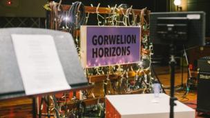 Cafodd 12 o artistiaid Cymru gyfle i ehangu eu Gorwelion yn stiwdios enwog Maida Vale yn ddiweddar
