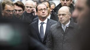 rench President Francois Hollande (C) arrives at the headquarters of the French satirical newspaper Charlie Hebdo in Paris on 7 January 2015