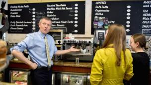 Willie Rennie campaigning in South Queensferry