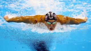 ABD'li yüzücü Michael Phelps 200 metre kelebek yarışında 1. oldu