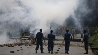Protesters and police clash in Burundi's capital Bujumbura. Photo: May 2015