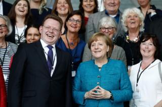 تصویری از آندرئاس هولستاین در کنار آنگلا مرکل صدر اعظم آلمان