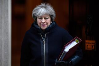 就在几天前,三名知名保守党议员还联合在《太阳报》撰文,批评梅首相无力掌控局面。