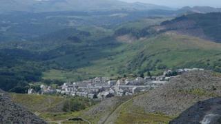 Blaenau Ffestiniog; Yn y canol rhwng prydferthwch y Parc Cenedlaethol a'i threftadaeth ddiwydiannol