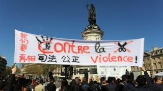 巴黎共和國廣場悼念劉少堯集會現場(中新社圖片2/4/2017)