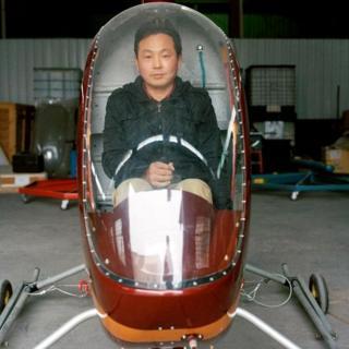 """""""Самая главная черта аэронавтов - смелость, - говорит Хэ Дунбяо. - Мы готовы испытывать наши аппараты, даже если это противозаконно. Кто еще способен на такое?"""""""