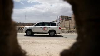Red Crescent aid convoy arrives at Douma, eastern Ghouta in Damascus, on 26 May 2016
