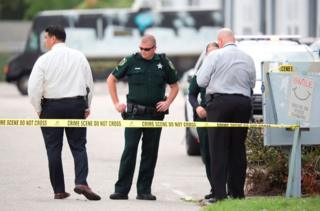Policías investigan el ataque
