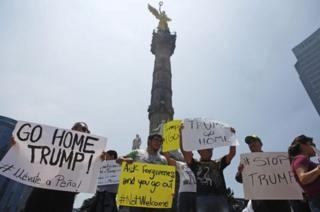 Waandamanaji wenye hasira wakimpokea Donald Trump, Mexico