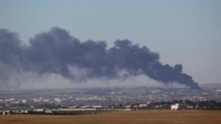 2 Şubat'ta çekilen bu fotoğrafta El Bab kasabasından dumanların yükseldiği gözüküyor