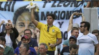Brazilian and Argentine fans during Sousa v Del Potro match, 8 Aug 2016