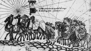 Các nhà buôn Catalonia (có lẽ là buôn lụa) trên đường từ phương Đông trở về trên Con đường Tơ lụa, tranh vẽ khoảng thời gian 1350. Hình ảnh từ tập bản đồ 'Catalan Atlas', 1375