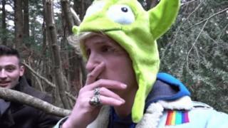 Captura del video publicado por Logan Paul en el bosque Aokigahara en Japón. Foto: Youtube/Logan Paul.