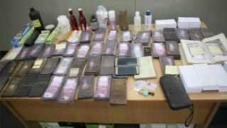 Поліція виявила не лише фальшиві банкноти, а й матеріали для їх виробництва