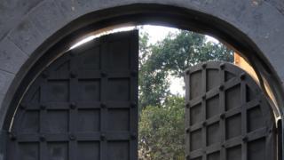 جیل کی دیوار