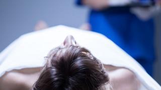 Cuerpo en morgue