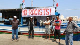 صيادون تونسيون يتظاهرون في ميناء جرجيس