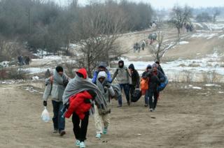 Migrants on Macedonia-Serbia border, 24 Jan 16