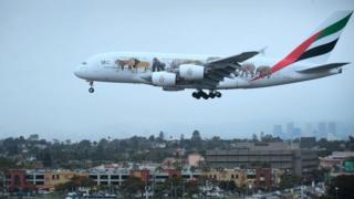Indege za Emirates Airlines zija mu bisagara 12 vya Amerika