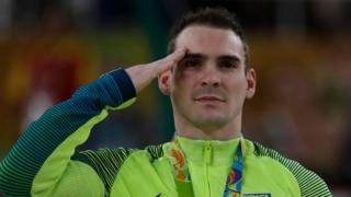 Arthur Zanetti recibe su medalla de plata en gimnasia