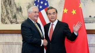 รมว.ต่างประเทศสหรัฐฯจับมือ รวม.ต่างประเทศจีน