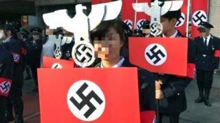 光复中学高中部学生12月23日校庆时以纳粹为变装主题。