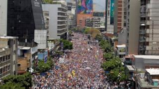Venezuela opposition march over Henrique Capriles ban