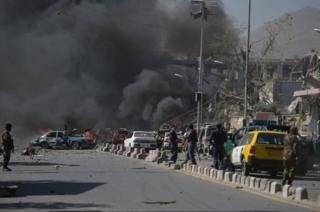 Клубы дыма на месте взрыва