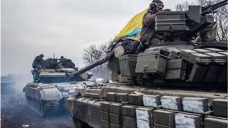 Українські військові виходять із Дебальцевого в Артемівськ, 19 лютого 2015 року.