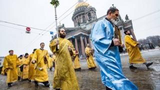 Крестный ход у Исаакиевского собора
