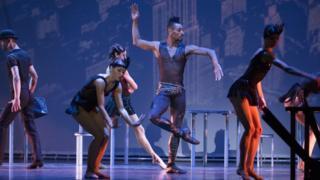 Клиффорд Уильямс танцует в балете Майера Вульфшайма