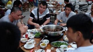 चीन में कुत्ते का मांस क्यों खाते हैं लोग?