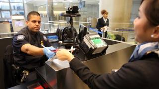 Control de pasaportes del CBP en EE.UU.