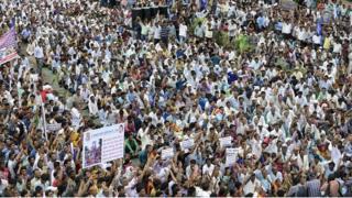 गुजरात के ऊना में चार दलितों की पिटाई के बाद विरोध प्रदर्शन