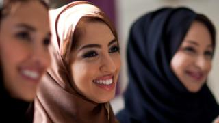 Улыбающиеся арабские девушки