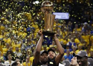 گلدن استیت جام طلای قهرمانی بسکتبال آمریکا را بالای سر برد
