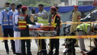 Sedikitnya enam tewas dan lebih dari 20 orang luka dalam serangan itu.