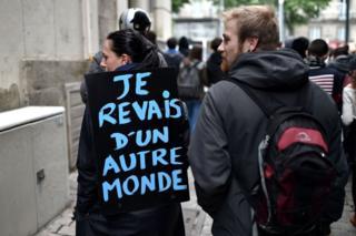 Protesters in Nantes, 27 April