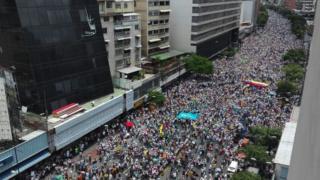 Muhalefet, yürüyüşe 1 milyondan fazla kişinin katıldığını iddia etti.