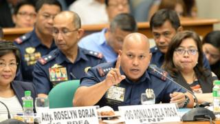 Philippine National Police Director General Roland dela Rosa (C) gestures as he testifies at the start of at a senate inquiry into a spate of extra judicial killings in Manila on August 22, 2016.